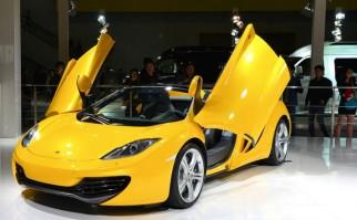 El puesto de McLaren en el Salón Internacional del Automóvil. Foto: Ilee Wuu.