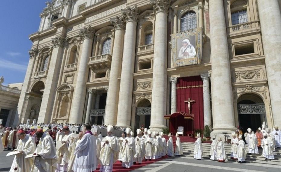 Secretario de Estado vaticano celebra misa de agradecimiento por madre Teresa
