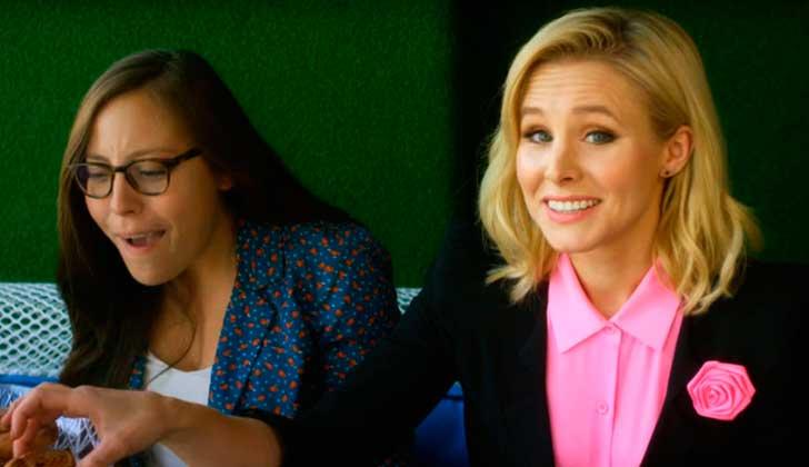 """Kristen Bell satiriza la brecha de género e invita a """"contratar mujeres porque es más barato""""."""