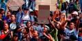 Sudáfrica: estudiantes luchan por la educación gratuita