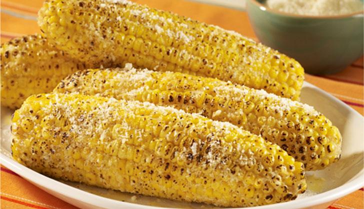 Choclo a la parrilla con queso parmesano una manera for Como cocinar mazorcas de maiz