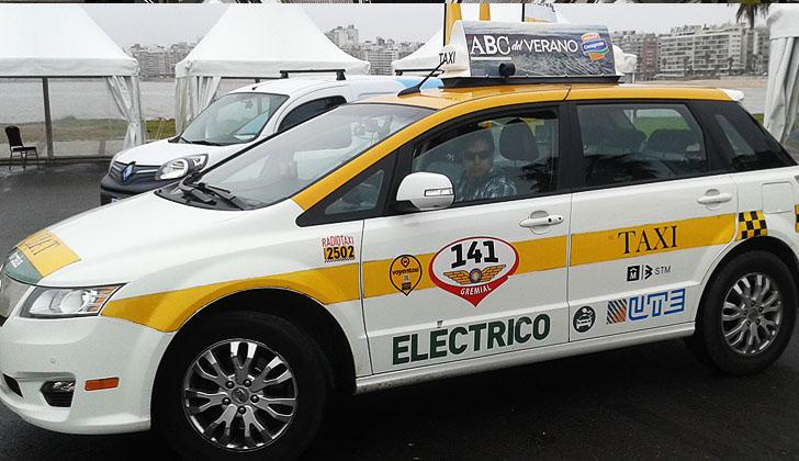 Un taxi eléctrico, apoyado por UTE. Foto: Carlos Loría / LARED21.