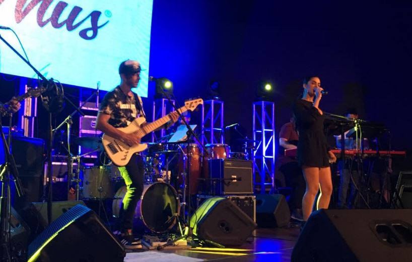 """Julieta Rada cantó """"Tocá, che, negro Rada"""", junto a Francisco Fattoruso y un grupo de reconocidos músicos de la escena nacional."""