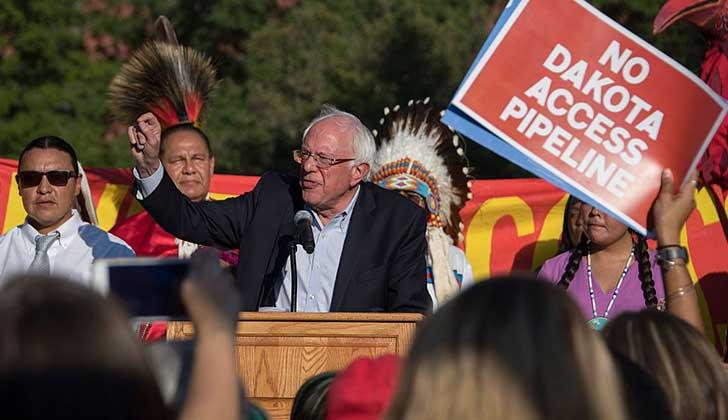 Bernie Sanders participó de las protestas a nivel mundial exigen la cancelación del oleoducto Dakota Access. Foto: archivo AFP