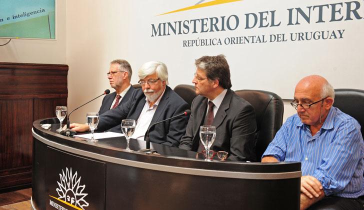Ministerio del interior entreg archivos policiales a for Secretaria del ministerio del interior