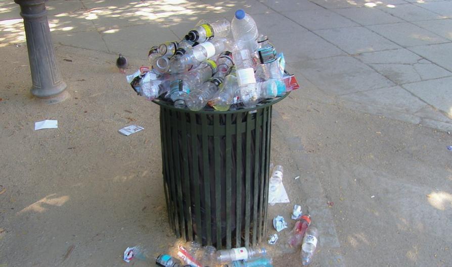 El plástico es uno de los principales contaminantes del medio ambiente, por lo que es importante reducir su uso. Foto: Pixabay.