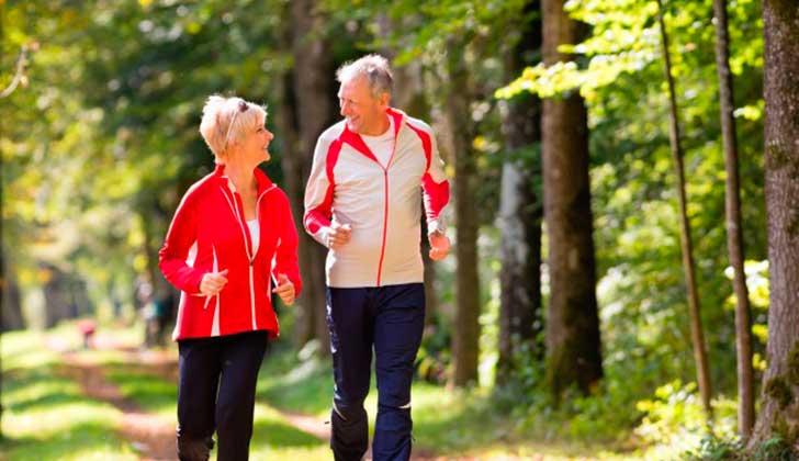 Sustituir el tiempo de actividades sedentarias por otras de mayor actividad protege la salud cardiovascular. Foto: Pixabay