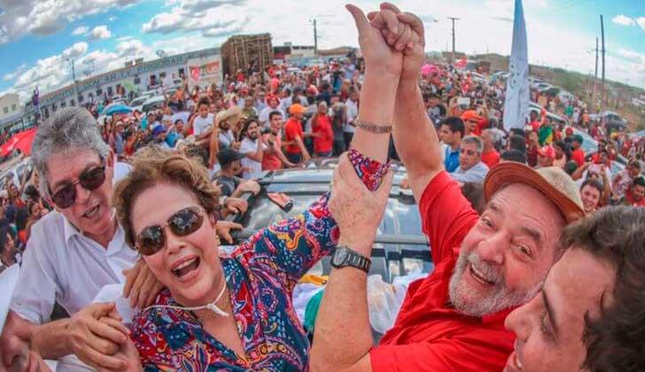 Lula y Dilma fueron recibidos por una multitud al inaugurar simbólicamente una obra en Paraíba. Foto: PT
