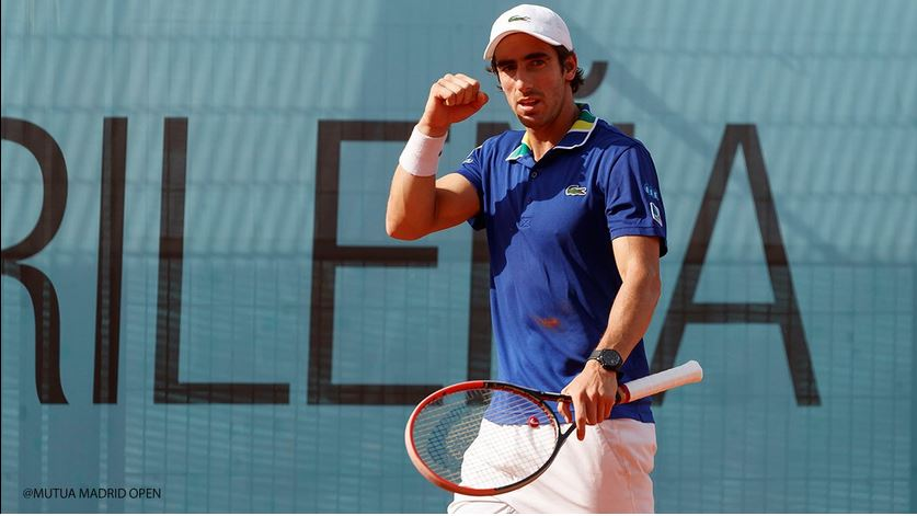 Djokovic mantiene su paso en Madrid