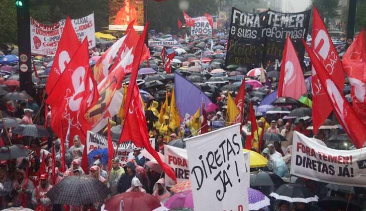 Violenta manifestación en Brasil: atacaron ministerios y provocaron un incendio