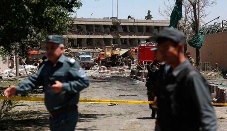 Atentado suicida golpea zona de alta seguridad en Kabul — Afganistán