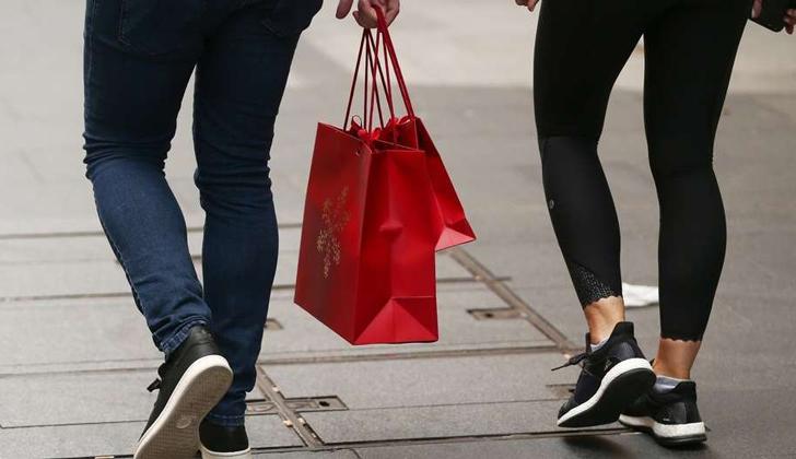 Confianza de los consumidores volvió a la zona de