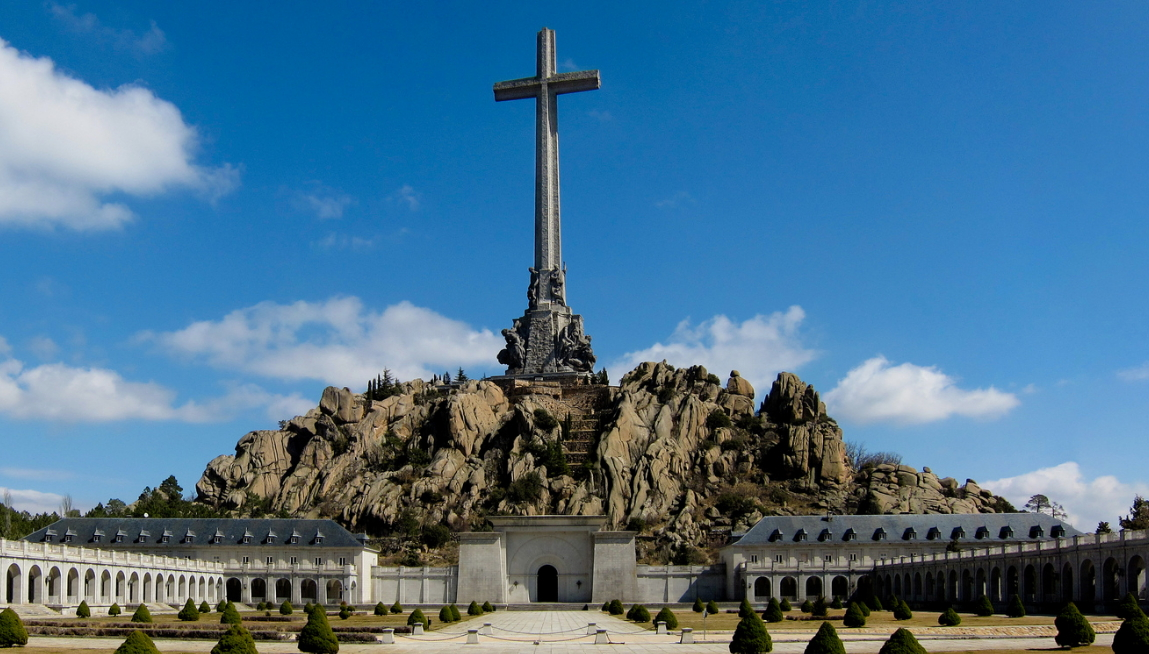 Senado pide sacar a Franco del Valle de los Caídos