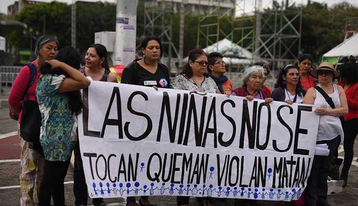 Madres de las niñas fallecidas en el hogar de Guatemala denuncian que eran prostituidas y exigen justicia.