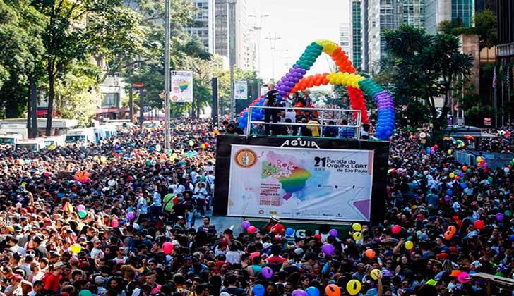 Multitudinaria marcha del orgullo gay en Brasil exigió un estado laico. Foto: EFE