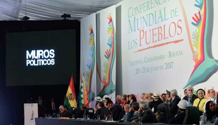 """Conferencia Mundial de los Pueblos en Bolivia defiende el derecho """"a la ciudadanía universal"""" y a """"la movilidad humana""""."""