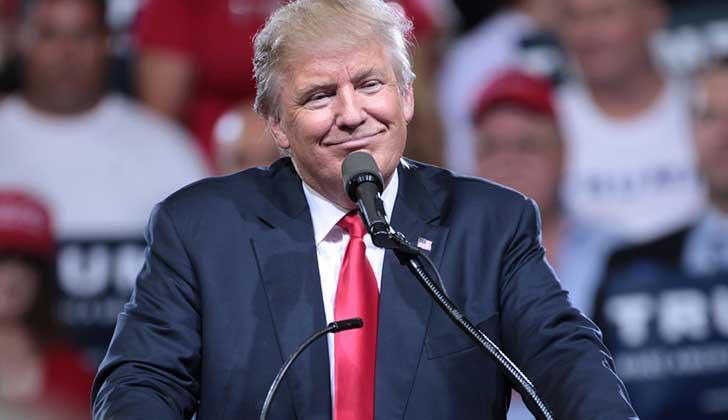 Demandan a Trump por aceptar pagos de Gobiernos extranjeros a través de sus negocios.