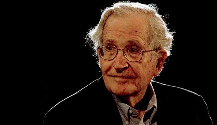 """Chomsky teme por una guerra nuclear: """"Sobre todo por la persona que tiene el dedo sobre el botón (Trump)""""."""