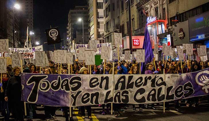 Nueva marcha feminista tras el feminicidio de Atlántida, el decimonoveno de 2017.