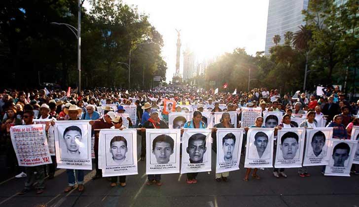Investigadores de Ayotzinapa denuncian haber sido espiados por el Gobierno mexicano.