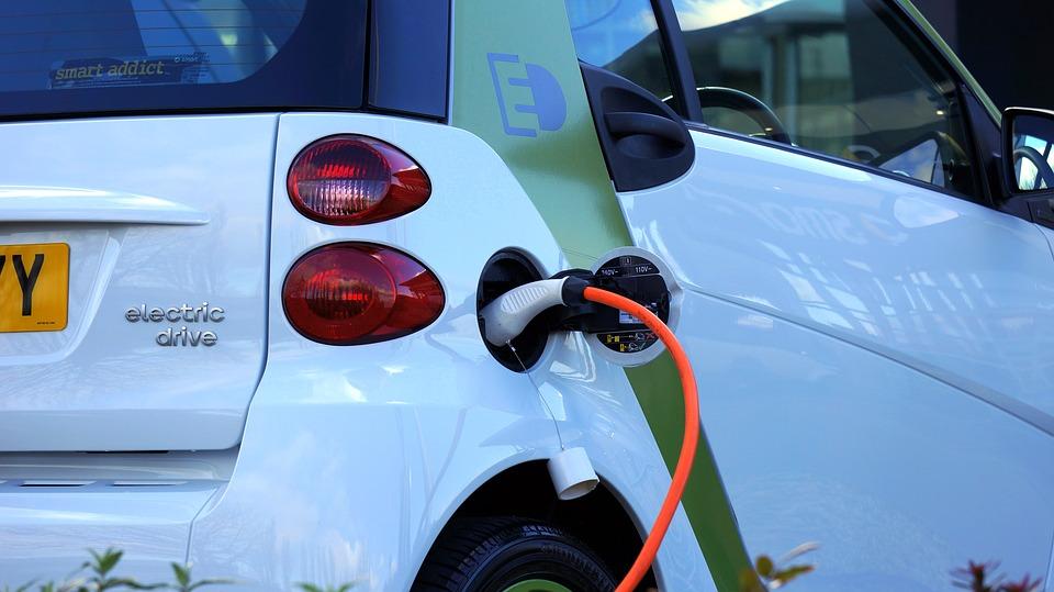 Reino Unido prohibirá los automóviles con gasolina y diésel en 2040