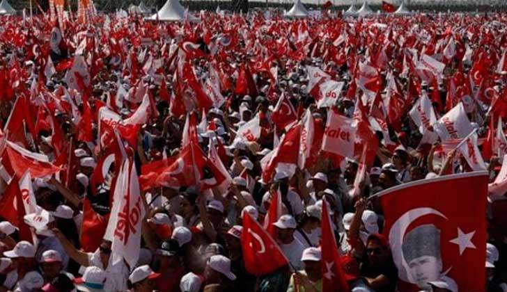 Miles de turcos se manifiestan contra Erdogan