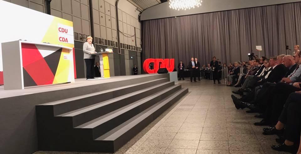 Merkel se pronuncia por solución no militar entre EU y Norcorea