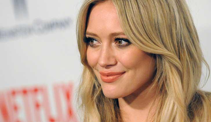 #kissmyass, Hilary Duff responde a las críticas sobre su cuerpo.