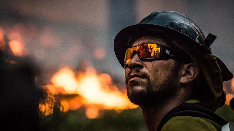Caen bomberos estafadores; provocaban incendios para cobrar