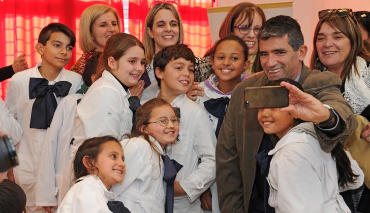 Presidente de la República en ejercicio, Raúl Sendic, en Escuela Sustentable de Jaureguiberry. (Foto de Presidencia)