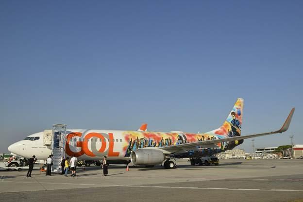 La vista exterior del avión de GOL pintado por el artista ciego mundialmente conocido, John Bramblit. Por medio del don de la sinestesia, el pintor interpretó las canciones, votadas por el público, de las bandas que tocaron en Rock in Río.