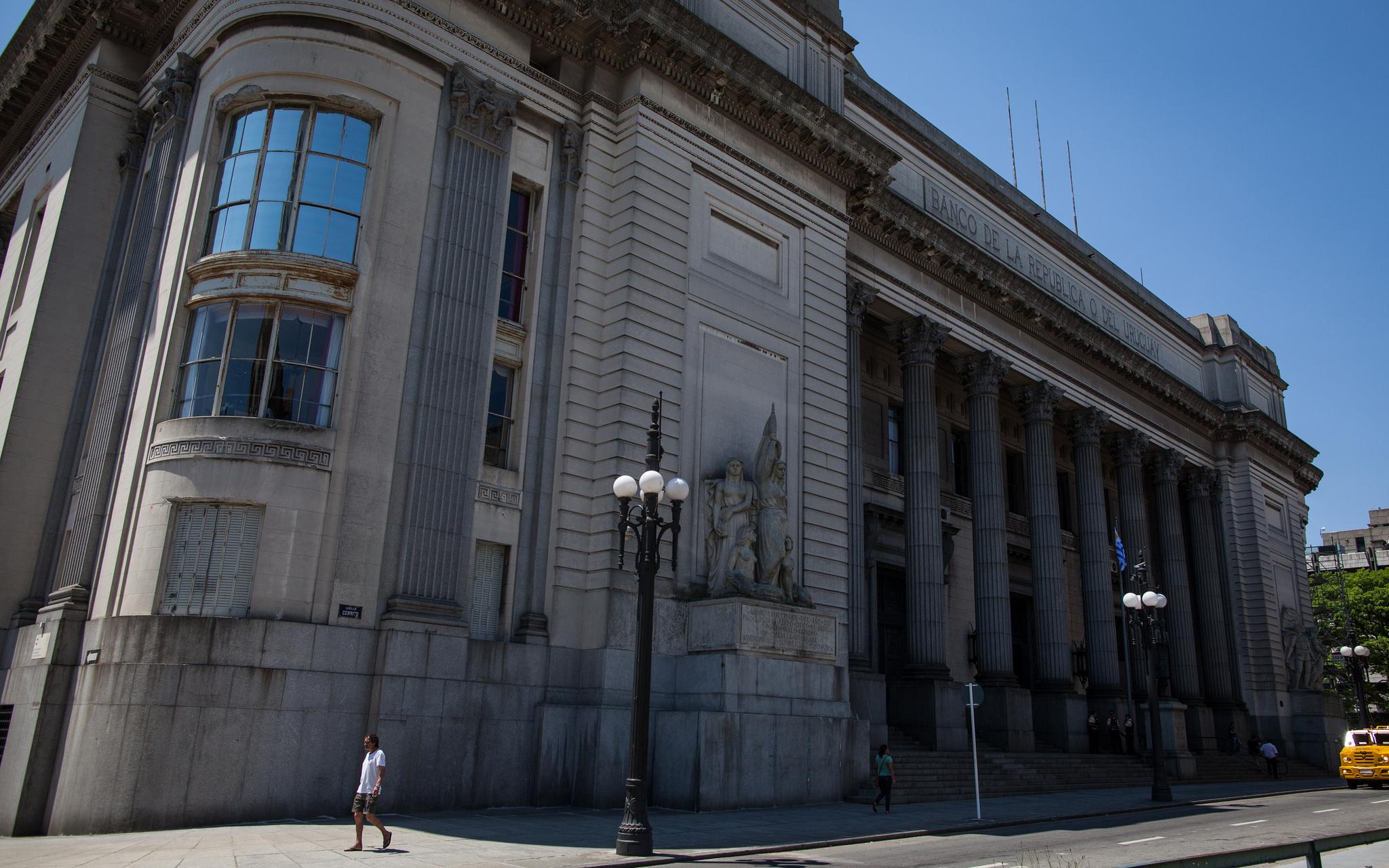 Sede central del Banco República, en Ciudad Vieja. Foto: Wolfgang Krausse / Flickr
