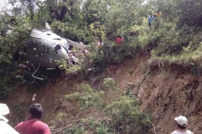 El helicóptero de la PGR que cayó en la sierra sur de Oaxaca. Foto: Twitter