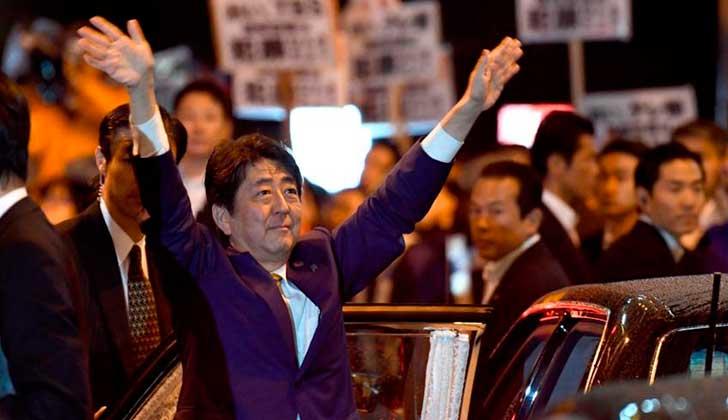 La coalición de Shinzo Abe gana legislativas de Japón.
