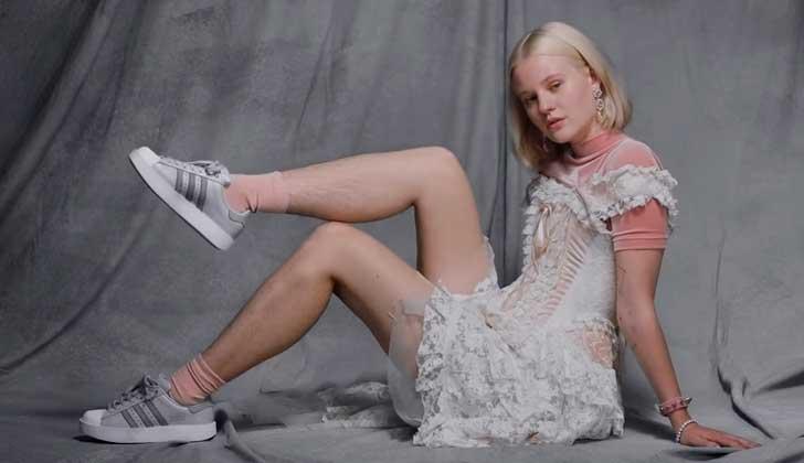 Romper esquemas: Adidas lanzó una campaña con una modelo sin depilar .