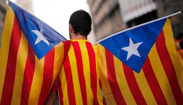 """La CUP exige a Puigdemont responder """"sí"""" a Rajoy sobre la declaración de independencia de Cataluña."""