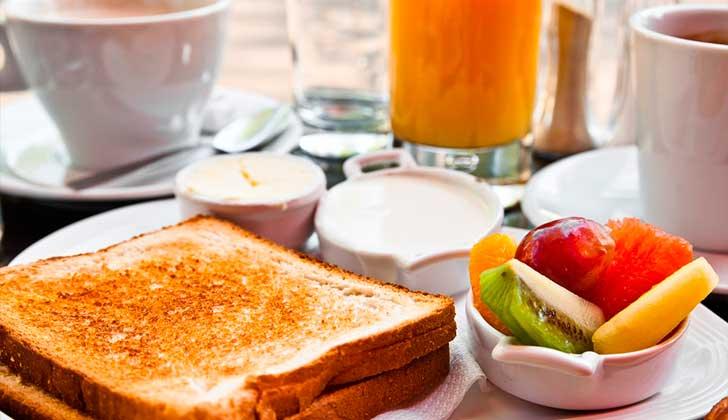 No desayunar duplica el riesgo de lesiones cardiovasculares. Foto: Pixabay