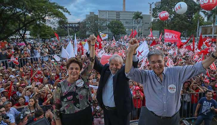 """Lula y Dilma desde Minas Gerais: """"Están vendiendo nuestro país""""."""