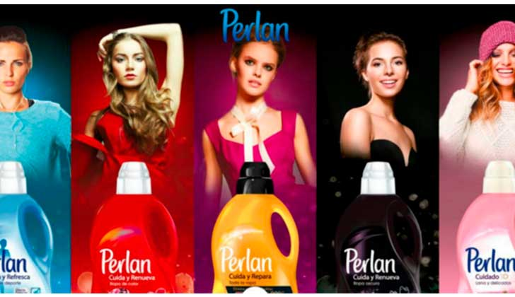 Asociación de consumidores española pide la retirada de anuncios que asocian el lavado de la ropa con la mujer.