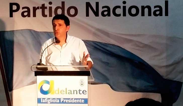 """Precandidato del Partido Nacional: """"Si soy presidente voy a salir a darle con un caño a la ley del aborto"""". Foto: @Adelante_Uy"""