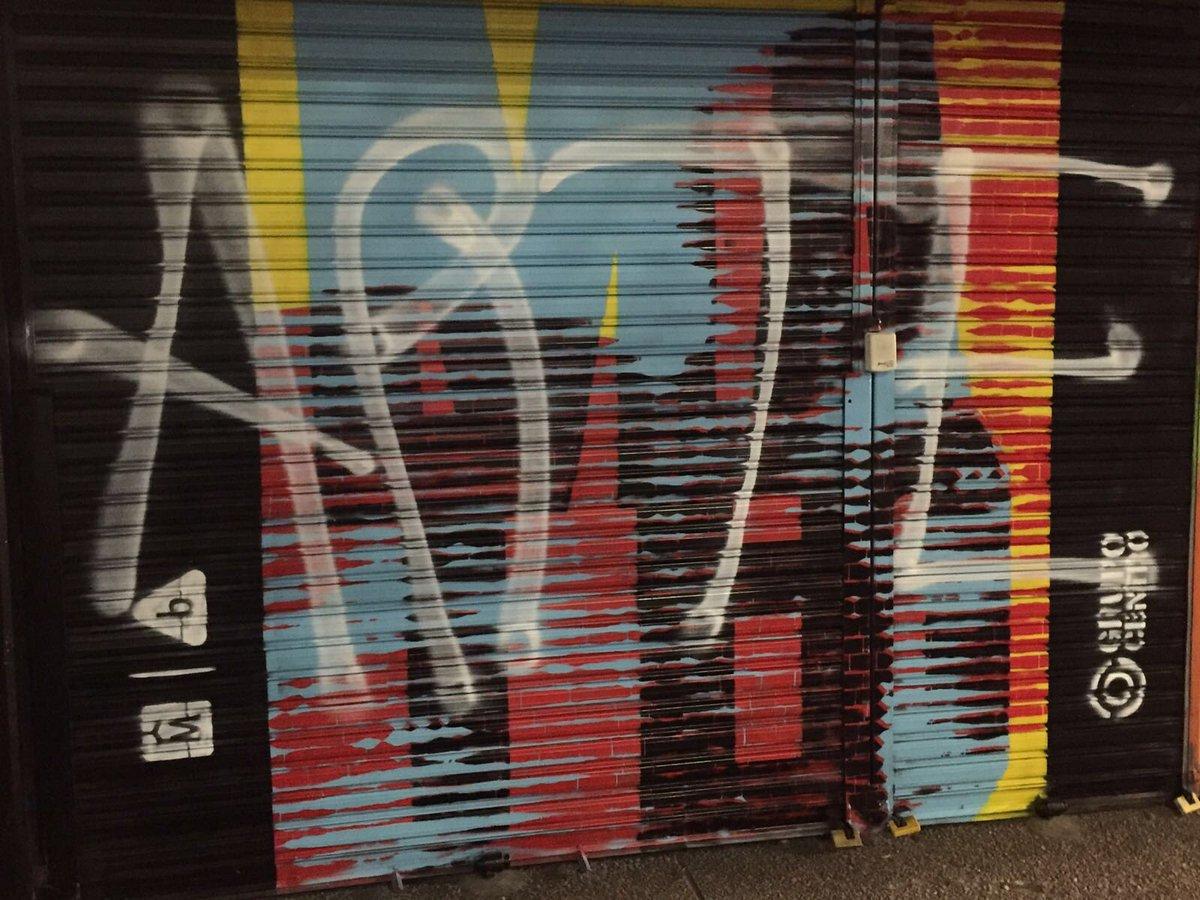 """Con pintura en spray escribieron """"arte"""" encima de esta pintura. Foto: IM"""