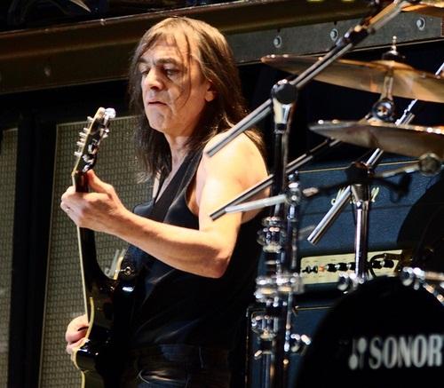 Muere Malcom Young, fundador y guitarrista de AC/DC