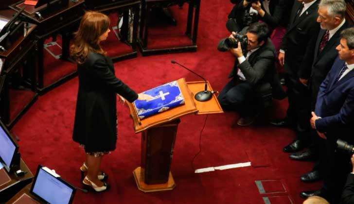 CFK juró como senadora. Foto: @CFKArgentina