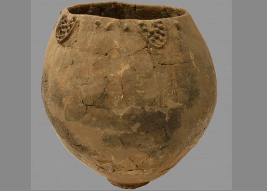 El recipiente neolítico, que se pudo haber utilizado para hacer el vino, fue encontrado en el pueblo de Khramis Didi-Gora (Mindia Jalabadze, Museo Nacional de Georgia / PNAS).