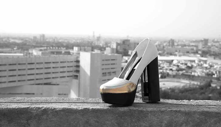 Moda antiacoso: poblana diseña tacones con gas pimienta