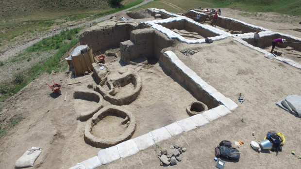 Excavación en la localidad de Gadacheli. Foto: Stephen Batiuk