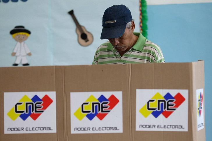 Venezuela celebra elecciones municipales casi sin presencia de oposición. Foto: EFE