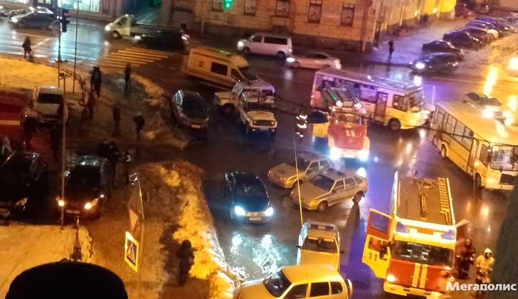 Una explosión en un supermercado de San Petersburgo deja al menos 9 heridos.