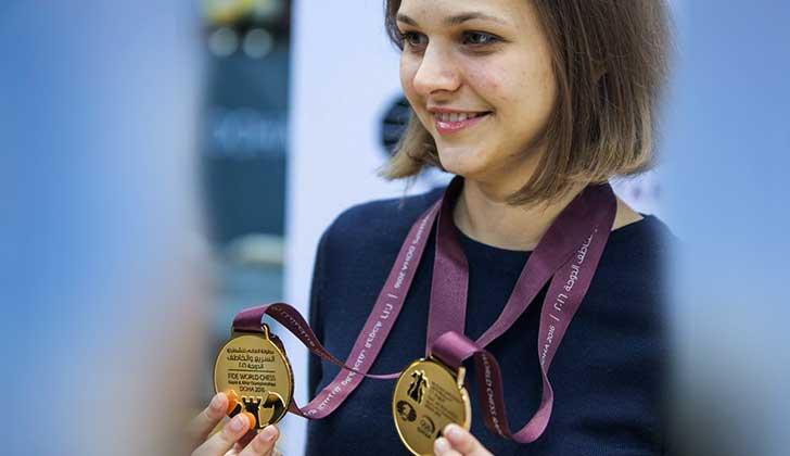 """""""No quiero ser una criatura de segunda"""": campeona mundial de ajedrez renuncia a defender títulos para no ir a Arabia Saudita."""