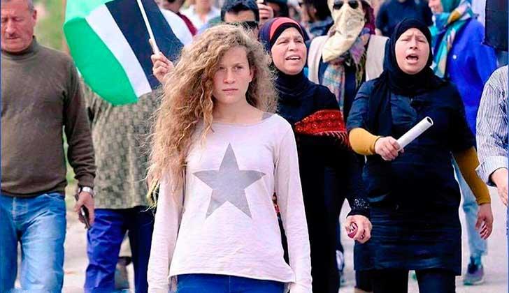 Ahed Tamimi, símbolo de la resistencia palestina, será juzgada este miércoles.